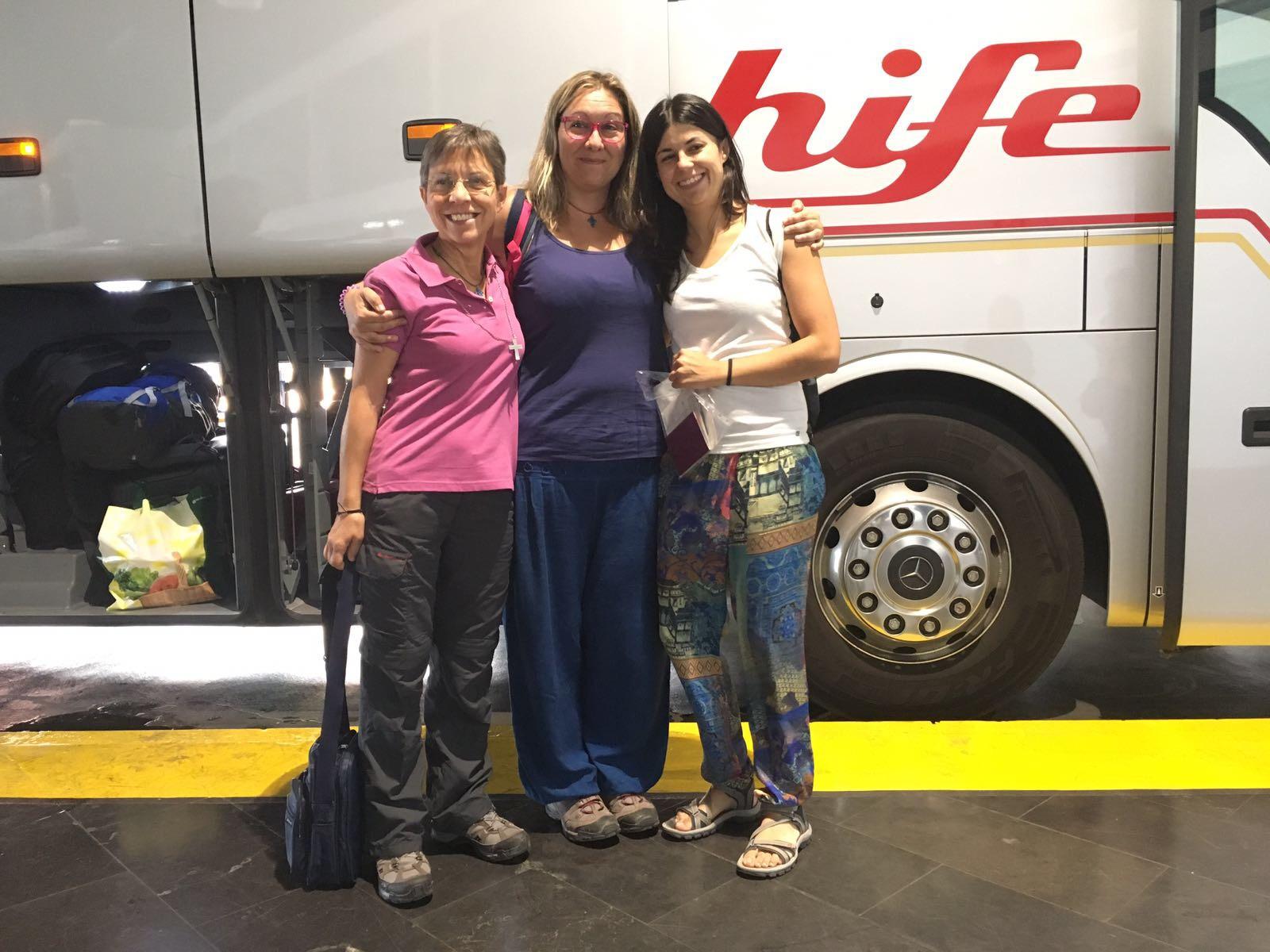 Las primeras voluntarias salen hacia México