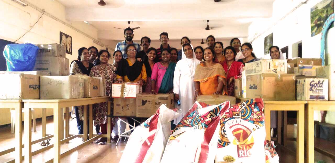 Sigue el reparto de ayuda en Kerala