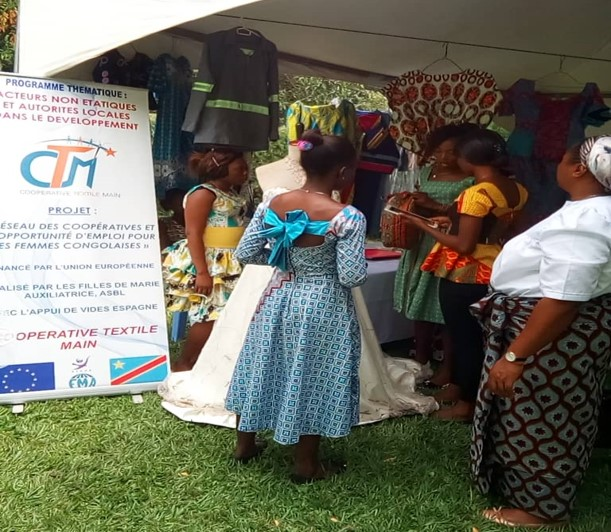 Avanzan las cooperativas textiles para mujeres en R.D.Congo
