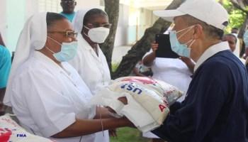 Reparto de alimentos en Haití